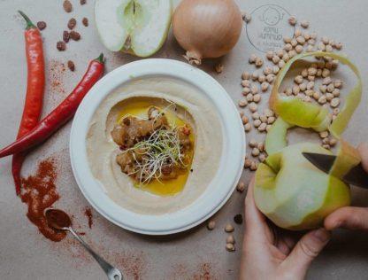 Hummus z chutneyem jabłkowym